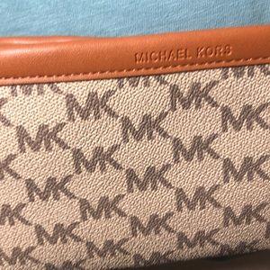 Michael Kors Accessories - 🔥SOLD🔥Michael Kors waist belt pouch bag
